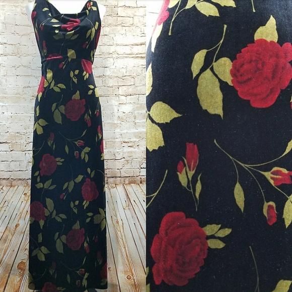 b0438968b47 Vintage 90s Grunge Red Rose Velvet Maxi Gown Dress.  M 5a8f46dc84b5ce3b0cc40d12